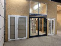 MFZ Innen Ausstellung - 2 flügelige Kunststoff Haustür / Ladentür mit satinieren Glas