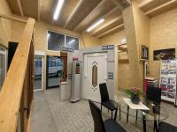 MFZ Innen Ausstellung - Kunststoff Haustür mit Edelstahl Applikationen & Holz Balkontür 2-Flügelig & Holz Dreiecksfenster