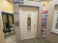 MFZ Innen Ausstellung - Aluminium Haustür mit Seitenteil Links