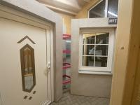 MFZ Innen Ausstellung - Aluminium Haustür mit Seitenteil Links & Kunststofffenster Flächenversetzt mit Innenliegenden Sprossen